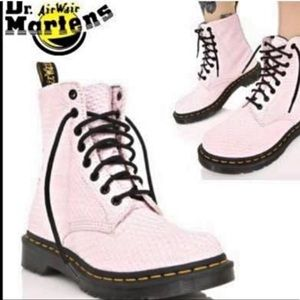 DR DOC MARTINS | air wair baby pink boots size 9